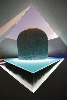 James Turrell Skyspace, Canberra installation at the National Art Gallery. At dawn and dusk there is a light display of changing colours. James Turrell, Land Art, Light Art Installation, Art Installations, Modern Art, Contemporary Art, Mode Poster, Licht Box, Photocollage