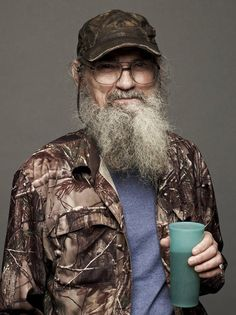 Buy Si Robertson Duck Dynasty Signed Photo Jsa at online store Chain Of Command, Follow The Leader, Duck Dynasty, Camping Meals, Bowie, Jon Snow, Horses, Campingfood, Deer