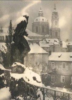 Josef Sudek March Kolín, Bohemia – 15 September Prague) was a Czech photographer, best known for his photographs of Prague. Vintage Photographs, Vintage Photos, Great Photos, Old Photos, Josef Sudek, Intimate Photos, Famous Photographers, Monochrom, Commercial Photography