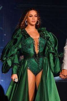 Beyoncé and JAY-Z Challenge Fans to Go Vegan, but Not For the Reason You Think - Leotards Estilo Beyonce, Beyonce Style, Beyonce Knowles Carter, Beyonce And Jay Z, 4 Beyonce, Cute Celebrities, Celebs, Beyonce Coachella, Divas