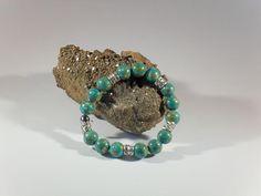 Steinperlen-Armband, handgefertigtes Einzelstück, Länge ca. 20 mm, grüngesprenkelte Steinperlen 12 mm, Strass-Spacer, Metallperle, Elastikband
