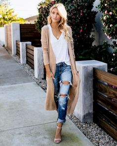 This Oaklee Pocketed Duster Cardigan looks great with ripped jeans and heels. Great way to look casual yet put together Fashion Guys, Look Fashion, Autumn Fashion, Womens Fashion, Fashion Trends, Fashion Spring, Fashion Ideas, Feminine Fashion, Fashion Outfits