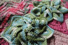 20 Popular Free #Crochet Patterns to Try Today - crochet flower hotpad