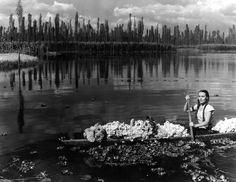 """Dolores del Río en una escena de la cinta María Candelaria (1944), dirigida por Emilio """"El Indio"""" Fernández, con fotografía de Gabriel Figueroa"""