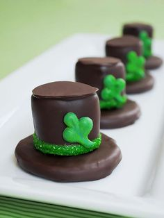 Make leprechaun hats out of cookies, marshmallows and chocolate!  http://greatideas.people.com/2014/03/12/saint-patricks-day-desserts-cocktails-recipes/
