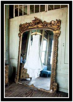 "Decor Facelift ""Mirror, Mirror Monday"": CAPTURED BEAUTY..."