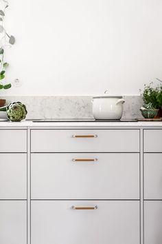 Cozy Kitchen, Kitchen Living, Kitchen Decor, Cheap Wall Decor, Cheap Home Decor, Minimalist Home Interior, Living Room Flooring, Luxury Decor, Floor Decor