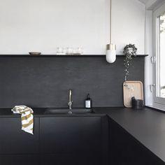 'Minimal Interior Design Inspiration' is a biweekly showcase of some of the most perfectly minimal interior design examples that we've found around the web - Interior Design Examples, Interior Design Inspiration, Black Backsplash, Kitchen Backsplash, Backsplash Ideas, Backsplash Design, Kitchen Cabinets, Küchen Design, Home Design