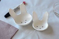 You can't go wrong with this air dry clay DIY project for Easter. Make these sweet little DIY clay bunny bowls in time for Easter. Homemade Clay, Diy Clay, Clay Crafts, Diy And Crafts, Cute Diy Projects, Clay Projects, How To Make Clay, Clay Bowl, Cute Diys