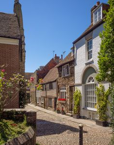 Watchbell Street in Rye, East Sussex , England England Ireland, England And Scotland, England Uk, Beautiful Streets, Beautiful Places, Villages In Uk, Great Places, Places To Go, Travel Around The World