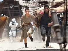 """Check out 12 new images from Star Wars: The Force Awakens. On display are John Boyega's """"Finn"""", Daisy Ridley's """"Rey"""", Adam Driver as """"Kylo Ren"""" and Harrison Ford as """"Han Solo"""", among other new and interesting stills. Star Wars Film, Walt Disney Pictures, Mark Hamill, Harrison Ford, Entertainment Weekly, Luke Skywalker, Sith, Reine Amidala, Star Wars Episodio 7"""