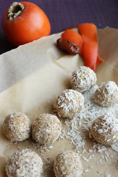 No bake persimmon snowballs.I wonder if Fuyo Persimmons would work in this.I get them from a co-worker all the time & they are delicious Raw Desserts, Cookie Desserts, Sweet Recipes, Real Food Recipes, Vegan Recipes, Persimmon Recipes, Persimmon Cookies, Yummy Treats, Sweet Treats