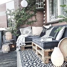 DIY recycled wood pallet patio sofa DIY recycled wood pallet patio sofa Related posts: DIY Recycled Wood Pallet Bench Plan DIY Recycled and Reused Wood Pallet Projects Pallet Sofa – 21 DIY Pallet Sofa Plans How I built the pallet wood sofa (part Diy Sofa, Diy Pallet Sofa, Pallet Bank, Sofa Bed, Sectional Sofa, Wood Patio Furniture, Home Furniture, Outdoor Furniture Sets, Outdoor Decor