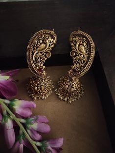 Indian Jewelry Earrings, Indian Jewelry Sets, Jewelry Design Earrings, Gold Earrings Designs, Indian Wedding Jewelry, Gold Jewellery Design, Temple Jewellery, South Indian Jewellery, Traditional Indian Jewellery