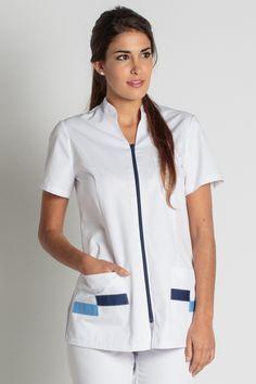 € 25,70- Casaca Señora Contraste Azul - 8293-794. Spa Uniform, Hotel Uniform, Scrubs Pattern, Beautiful Nurse, Scrubs Outfit, Medical Uniforms, Uniform Design, Medical Scrubs, Nursing Clothes