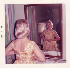 Sheila secretly smiled at her quiet beauty. Vintage Pictures, Vintage Images, Vintage Colors, Retro Vintage, 1960s Fashion, Vintage Fashion, Vintage Magazine, Vintage Polaroid, Retro Aesthetic