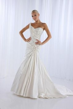 One shoulder trumpet / mermaid lace bridal gown