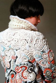 Generally, I find clothing in free form crochet painful and try-hard. Until I saw this beautiful example of sensitive colour use and fitting shape!Duuudde just just duuuuuuuuddddeee!Freestyle crochet jacket love the colour graduation has a barnacle/u Art Au Crochet, Crochet Motifs, Freeform Crochet, Irish Crochet, Crochet Stitches, Free Crochet, Gilet Crochet, Crochet Coat, Crochet Jacket