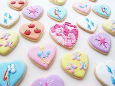 My Little Pony Cutie Mark Cookies Pinkie Pie Cake, Pinkie Pie Party, Little Pony Cake, My Little Pony Birthday Party, 4th Birthday Cakes, Birthday Ideas, Fancy Cupcakes, Little Poney, My Little Pony Pictures