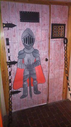 prínceps i princeses Castillo Feudal, Castles Topic, Fairy Tale Crafts, Castle Party, Sunday School Rooms, Knight Party, Christ The King, Château Fort, Class Decoration