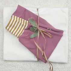 Hier siehst Du eine Vorauswahl an Geschenke Sets mit Gelber Knopf Einzelstücken. Falls Du ein Geschenk für Dich selber oder für Freunde suchst, bist Du hier genau richtig!  Die fertig zusammengestellten Sets hier, diene als Inspiration.  Für mehr bitte auf www.gelberknopf.de gehen und stöbern!   #geschenke #baby #schenken #gelberknopf Christmas Stockings, Holiday Decor, Inspiration, Fabric Crown, Early Voting, You're Welcome, Needlepoint Christmas Stockings, Biblical Inspiration, Motivation