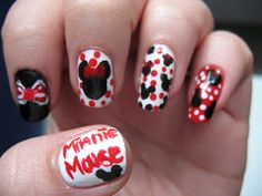 Minnie mouse and hello kitty nails usa diferentes colores y Disney Inspired Nails, Disney Nails, Disney Nail Designs, Cute Nail Designs, Minnie Mouse Nail Art, Mickey Mouse, Hello Kitty Nails, Crazy Nail Art, Different Nail Designs