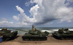 Oficiales del ejército de Sri Lanka se preparan para un ensayo de un desfile militar en Colombo, Sri Lanka, se conmemora la victoria del gobierno sobre los rebeldes Tigres Tamiles. (Gemunu Amarasinghe/AP)