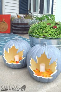 Creative Pumpkin Carving Ideas That Look Ghoulishly Good Gray pumpkins with leaf-shaped carvings will look sleek and sophisticated on your front porch. The post Creative Pumpkin Carving Ideas That Look Ghoulishly Good appeared first on Halloween Pumpkins. Halloween Tags, Halloween Porch, Halloween Pumpkins, Fall Halloween, Halloween Crafts, Halloween Halloween, Vintage Halloween, Halloween Quotes, Halloween Pumpkin Carvings