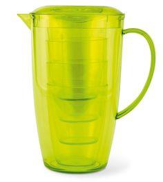 Set composto da caraffa e 4 bicchieri in PS traslucido i bicchieri sono contenuti nella caraffa salvaspazio http://www.ibiscusgadget.it/prodotto/davis/