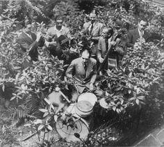 Joseph Reinhardt in the Hotclub Garden Met Aimee Barelli, Pierre Fouad, Charles Hari, Jerry Mengo, Hubert Rostaing