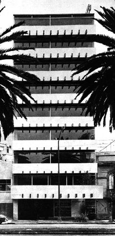Vista desde la calle, Edificio de oficinas, av. Yucatán 20, Roma Norte, Cuauhtemoc, México DF 1964Arqs. Martín Gutiérrez, Carlos Gosselin y Vicente Losada - View from the street, Office buildng, av. Yucatan 20, Roma Norte, Cuauhtemoc, Mexico City 1964