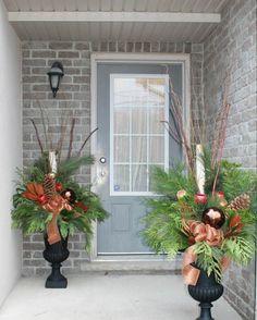 composition florale pour Noël pour entrée de maison extérieure