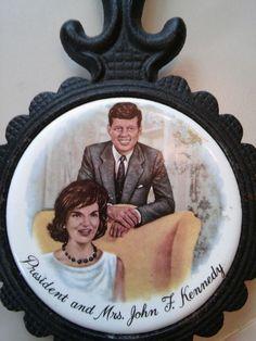 "VINTAGE Trivet President and Mrs. Kennedy 8"" x 4.5"" x .5""  Cast Iron & Tile EUC"