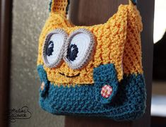 minion crochet patterns EN: Crochet pattern for a purse made of cotton. This is a PDF File in English for a crochet pattern to make a yellow and blue Purse, not the finished pro Bag Crochet, Crochet Handbags, Crochet Purses, Crochet Slippers, Crochet Crafts, Crochet Hooks, Crochet Baby, Crochet Projects, Baby Knitting