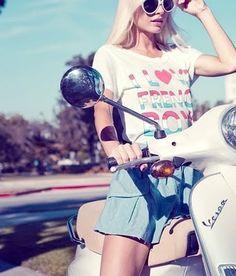 Résultats Google Recherche d'images correspondant à http://data.whicdn.com/images/23737724/fashion,vespa,blonde,girl,model,motorbike-466e6a28a444831ef42714600f59a484_h_large.jpg