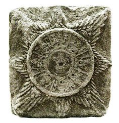 The most common depiction of Surya Majapahit consists of the images of nine deities and eight sun rays. The round center of the sun depicting nine Hindu gods called Dewata Nawa Sanga. The major gods in the center is arranged in eight cardinal points around one god in the center.
