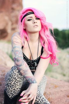 Kelly Eden . Love her hair | pink hair | pink and black