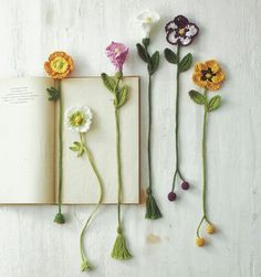 Botanical small crochet with embroidery thread Diy Bookmarks, Crochet Bookmarks, Crochet Books, Crochet Crafts, Yarn Crafts, Crochet Projects, Knit Crochet, Photo Bookmarks, Easy Crochet