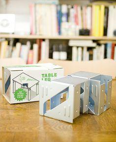 好きなサイズの机を簡単に作成することが出来る「テーブルレッグホルダー」。2×4材、天板と組み合わせて、自分の好きな奥行き、幅の机を作成することが出来ます。