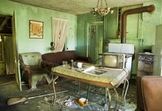 Take a Tour of Once-Famous Hotels Left to Rot Away | Abandoned home in rural Illinois. From the series Died Alone. Samantha VanDeman | WIRED.com