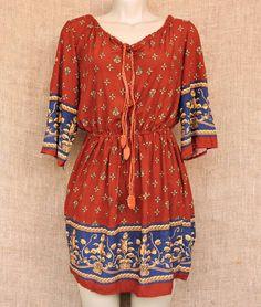 Em clima de 70's este vestido curto super confortável não sai do estilo étnico.  Por R$ 7490 você garante o seu!  Peça em mensagem ou via whatsapp: 13 98216 6299  #boogie #70s #modaetnica #boho #hippie