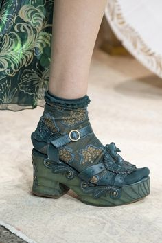 Anna Sui at New York Fashion Week Spring 2019 - Details Runway Photos New York Fashion, Love Fashion, Fashion Shoes, Ladies Fashion, Anna Sui, Fairy Shoes, Creative Shoes, Socks And Sandals, Me Too Shoes