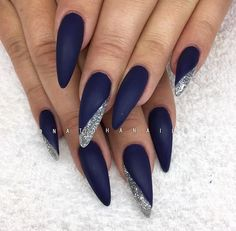 Bulletproof 98 från American Nails/ www.se 😍💙✨ Bulletproof 98 från American Nails/ www. Blue And Silver Nails, Navy Blue Nails, Burgundy Nails, Navy Blue Nail Designs, Navy Nail Art, Burgundy Color, Sparkle Nails, Glam Nails, Stiletto Nails