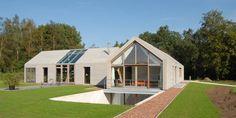 Villa Nieuw Kagelink : Modern houses by ten dAm Architecten