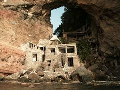 One of the most unusual  places in the Caribbean. Moonhole, Bequia