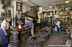 Alte Schmiede, Huf- und Wagenschmiede.   Hier kann man  beim #Schmieden des heißen Eisens zuschauen und sich dieses uralte #Handwerk fachkundig erklären lassen. Schmiede als #Museum. Alte Schmiede, Burgstraße 1, 71409 Schwaikheim-  Foto auf: http://www.heimatverein-schwaikheim.de/fotoarchiv/gebaude/alteschmiede/