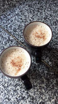 Como hacer esto: 1/2 taza leche de almendras, café negro sin azúcar, 1 cucharada de café instantáneo. Hervir y licuar.