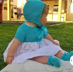 Vestido. Knitting For Kids, Baby Knitting Patterns, Crochet For Kids, Baby Patterns, Crochet Yoke, Knit Baby Dress, Baby Fabric, Knitted Dolls, Kids Wear