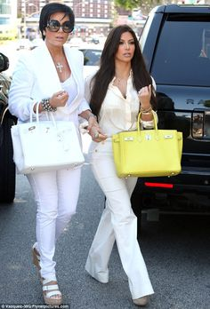Kim Kardashian looks unimpressed as Kris Jenner wears matching outfit Kim Kardashian, Robert Kardashian, Kardashian Family, Kardashian Kollection, Kardashian Fashion, Classy Outfits For Women, Casual Outfits, Clothes For Women, Casual Chique