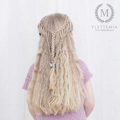 """Første trinn i dagens frisyre: hollandske fletter over i fjærfletter med halvt hollandske fletter under Hårklype fra @glitternorge / First step in today's style: Dutch braids into feathered braids with Dutch lace braids underneath  Hair clip from #glitternorge"" Photo taken by @flettemia on Instagram, pinned via the InstaPin iOS App! http://www.instapinapp.com (01/14/2016)"